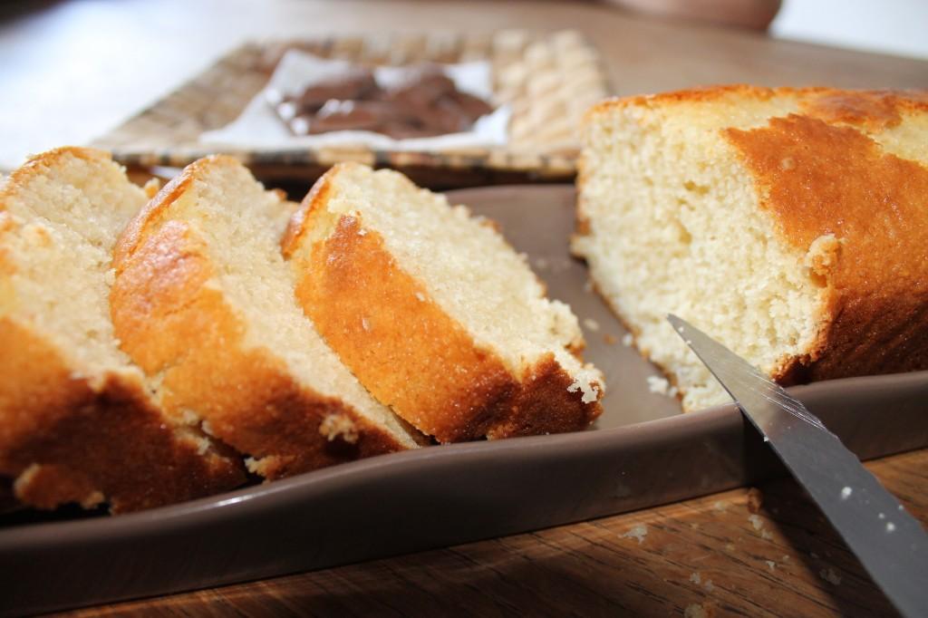 Cake aux amandes {sans beurre} dans C'est l'heure du goûter ! img_6066