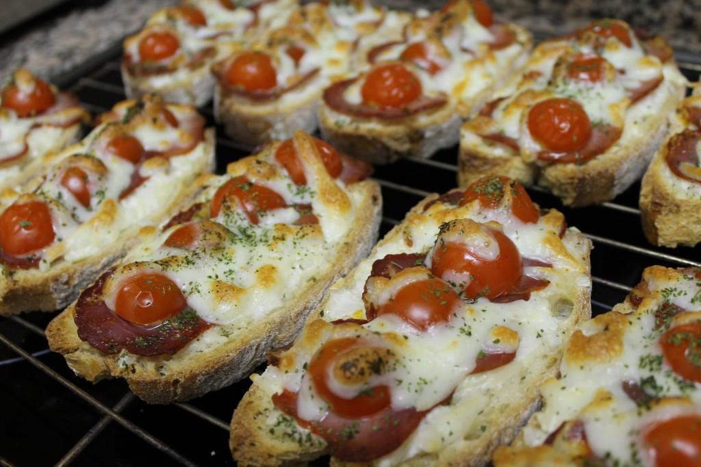 Tartines serrano - mozza dans Pour bien commencer... img_6557